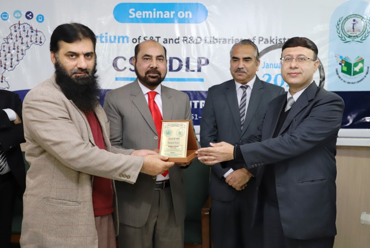 Mr. Nadeem Sohail, Director Professional Skill Development receiving a shield of honor from Director-General PASTIC Dr. Muhammad Akram Shaikh during Seminar on Consortium of S&T as well as R&D libraries of Pakistan (CSTRDLP) on January 8, 2020.