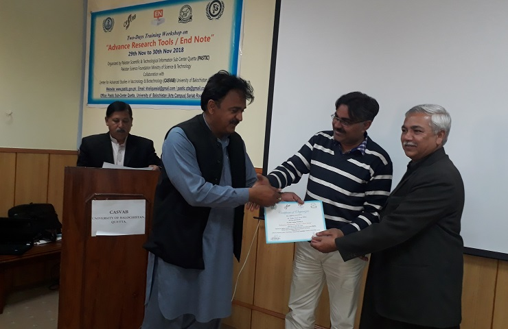 Mr. Abdul Khalique Sial, In-Charge, PASTIC Sub Centre Quetta, presenting Shield & Certificate to Dr. Shakeel Babar, Acting Director, CASVAB, UoB.