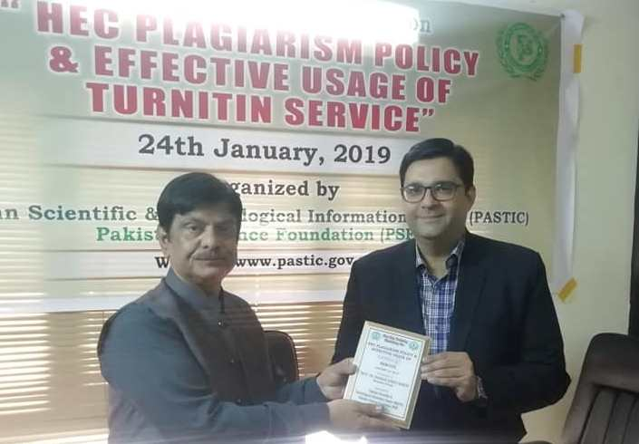 Deputy Director PASTIC Sub Centre Karachi presented Shield to Resource Person during One day training Workshop on 'HEC Plagiarism Policy & Effective Usage of Turnitin Service' at PASTIC Sub Centre Karachi on 24th January 2019