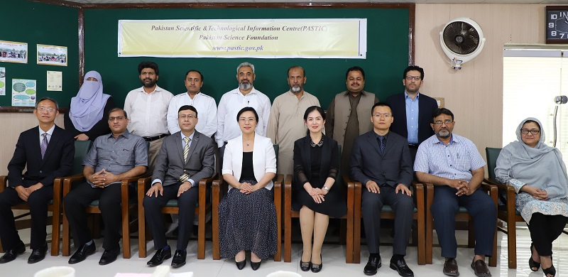 Group photo of Chinese delegation from Institute of Scientific and Technical Information of China (ISTIC) led by Prof. Dr Zhao Zhiyun with PASTIC officials