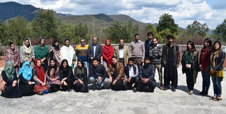 Group photo of the Research Scholars with Director PASTIC and Manager Training.