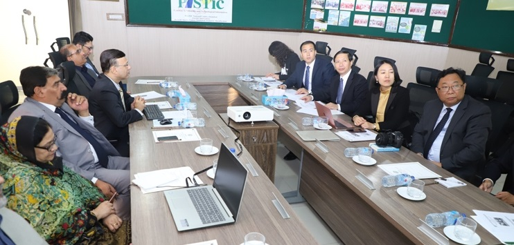 Director General PASTIC, Prof. Dr Muhammad AkramShaikh delivering presentation about PASTIC during the visit of Chinese delegation from Beijing Academy of Science and Technology (BJAST) to Pakistan Scientific and Technological Information Centre (PASTIC), Islamabad.